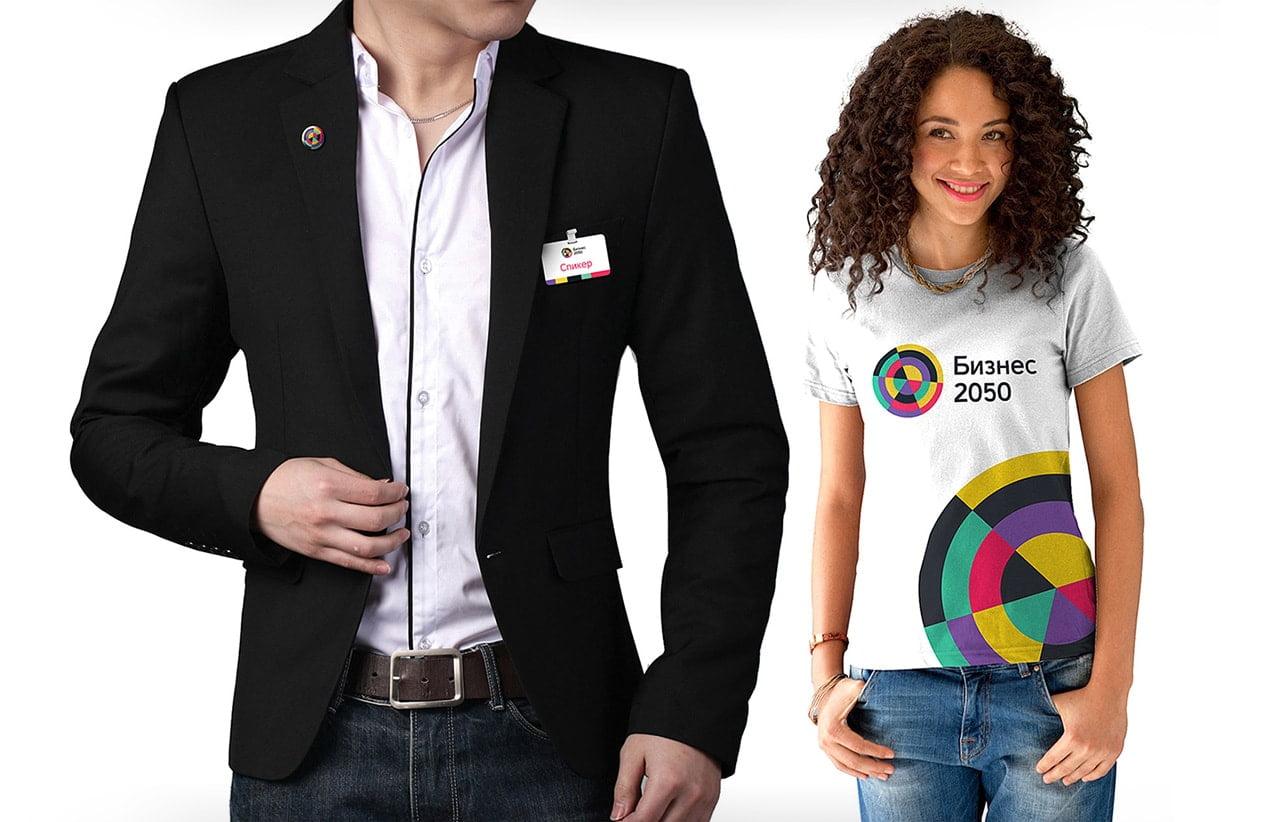 Значки и футболки подчеркивают статус мероприятия